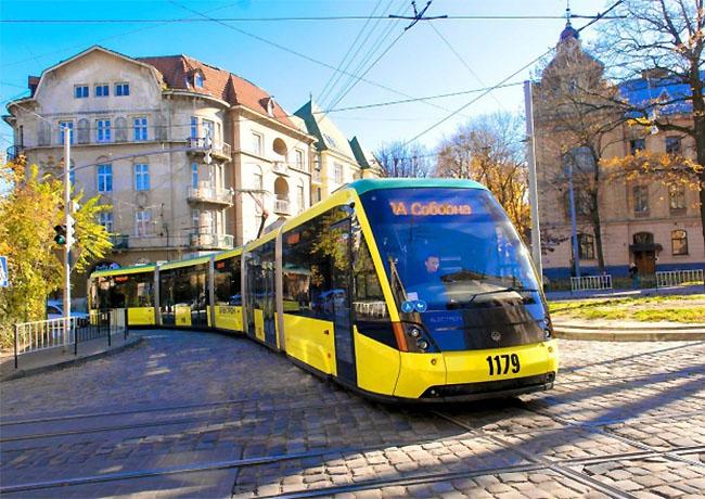 Во львовских трамваях заработала бесконтактная оплата проезда
