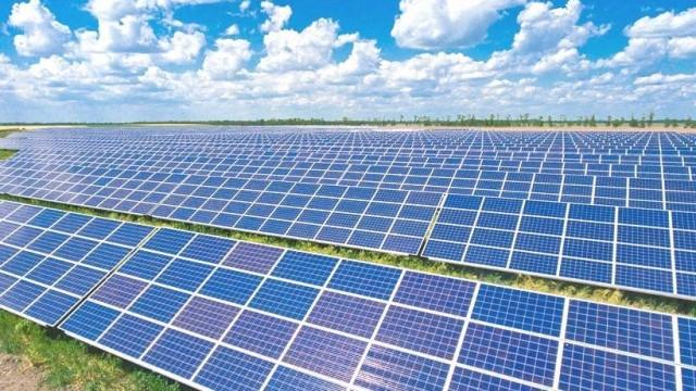 На Херсонщине в рекордные сроки построили солнечную электростанцию