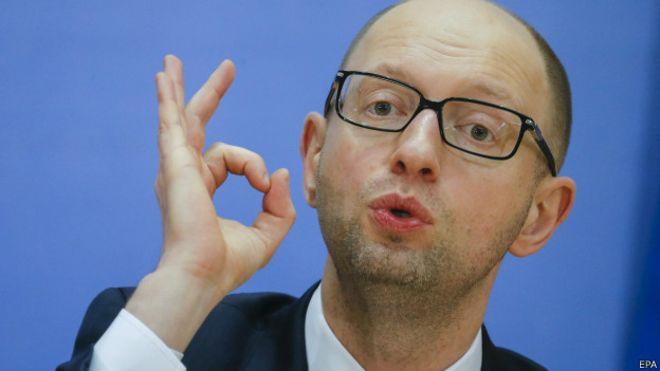 Яценюк поручил отменить продажу 5% акций Одесского припортового завода