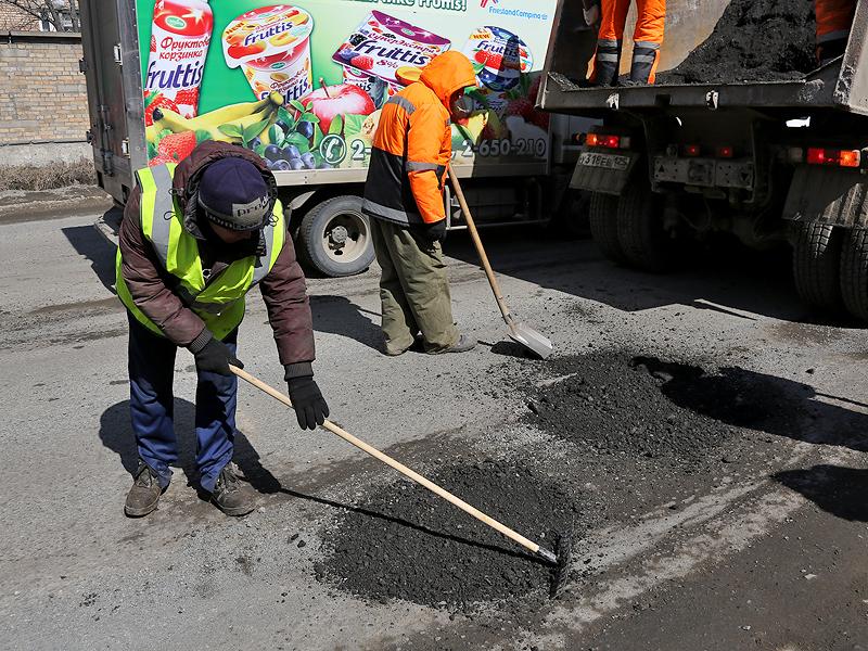 Прокуратура признала законным тендер на ремонт дорог на оккупированной территории