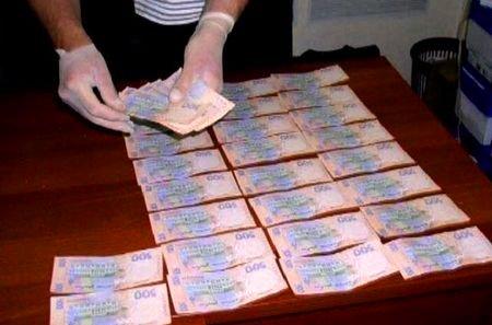В Запорожье при получении крупной взятки задержали фискала
