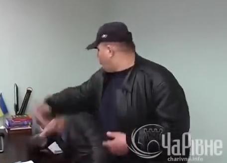 Прокурор, которого бил и таскал за галстук Сашко Билый, попался на крупной взятке
