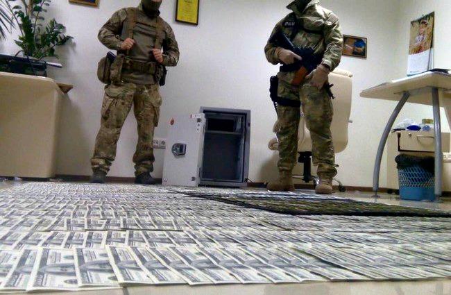 В Киеве задержали прокуроров на взятке в $500 тыс.