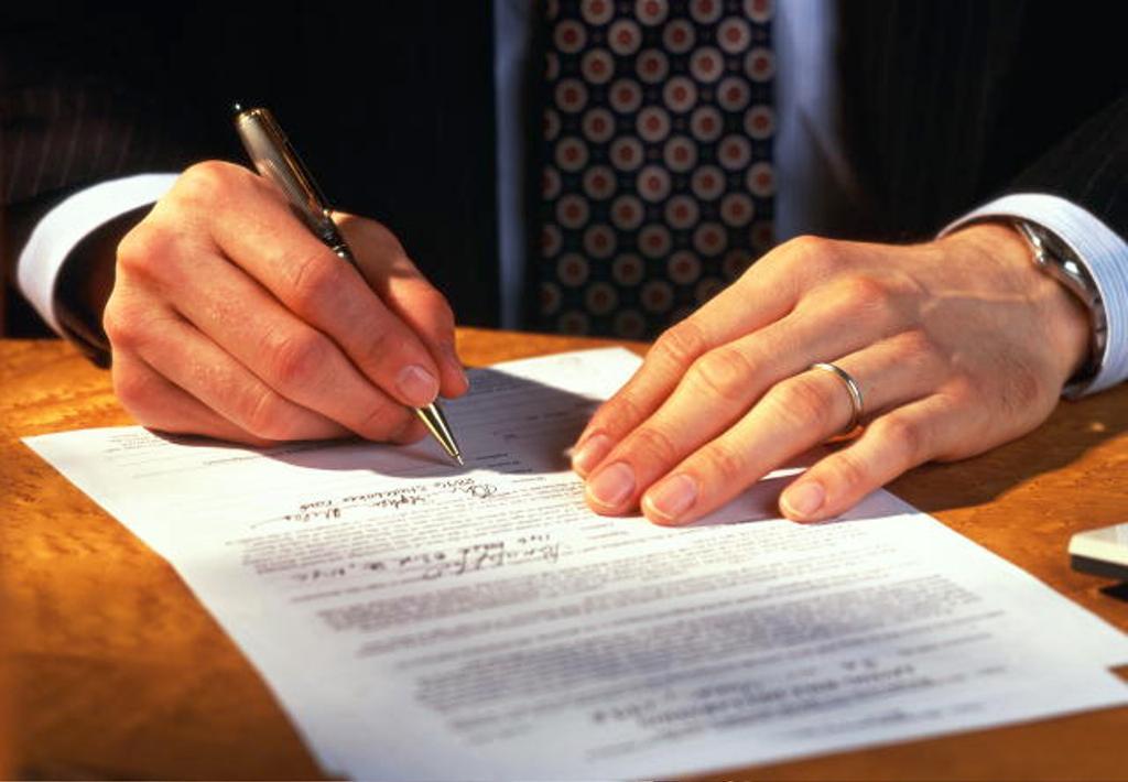 Частникам разрешат регистрировать недвижимость и оформлять документы
