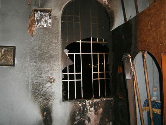 В Мариуполе ночью подожгли единственный храм УПЦ КП