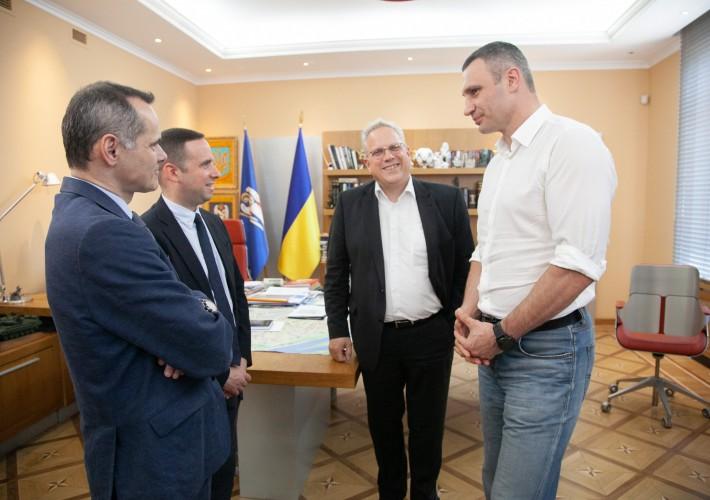 Кличко подписал с французской компанией меморандум о переработке отходов
