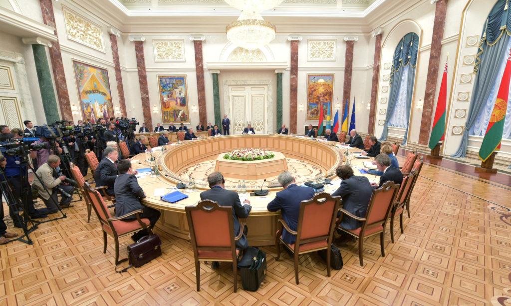 Зеленский сменил представителя Украины в гуманитарной подгруппе ТКГ