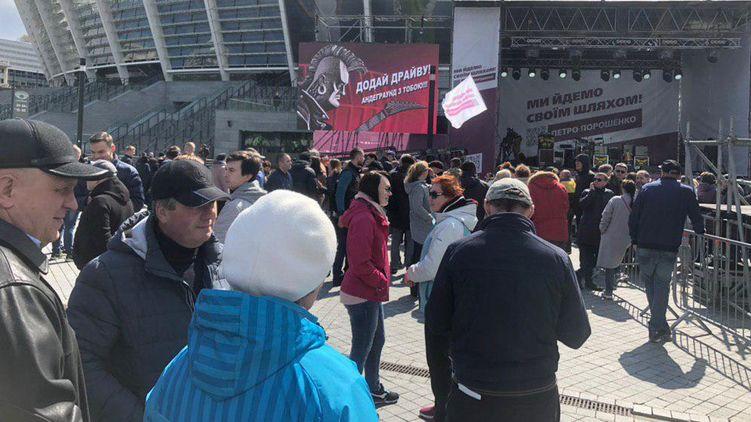 На Олимпийском выступление Порошенко охраняли 15 тыс копов
