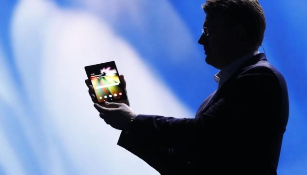 Samsung представил смартфон с гибким экраном