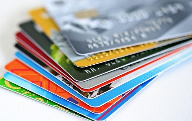 Украинцы увеличили пользование платежными карточками на 6%