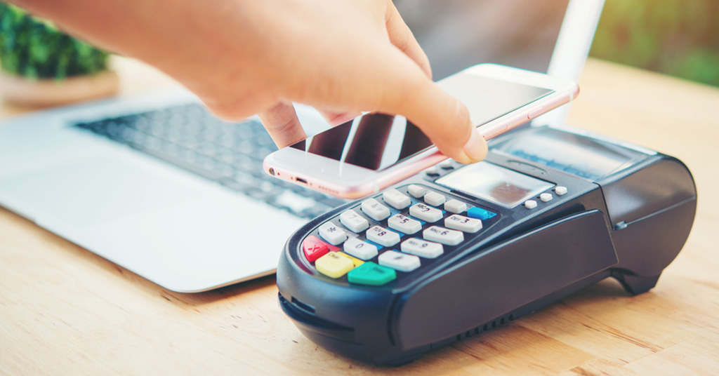 К Apple Pay подключился еще один украинский банк