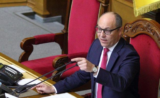Парубий передал в КСУ два документа о численности коалиции