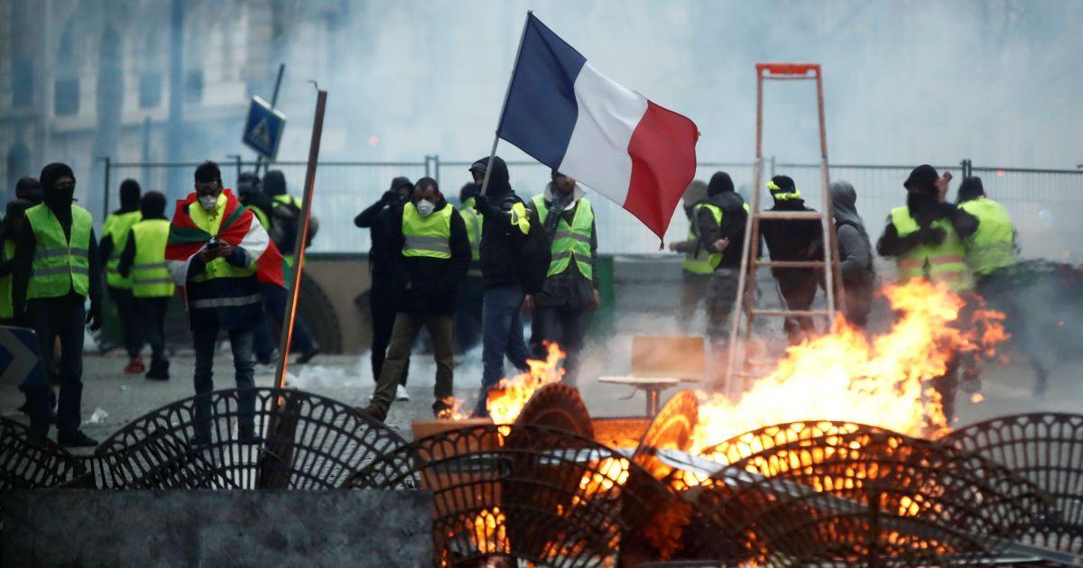 В Париже вновь протесты