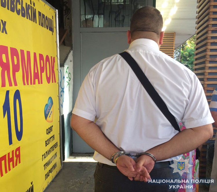 Правоохранители задержала на взятке главу департамента Фискальной службы