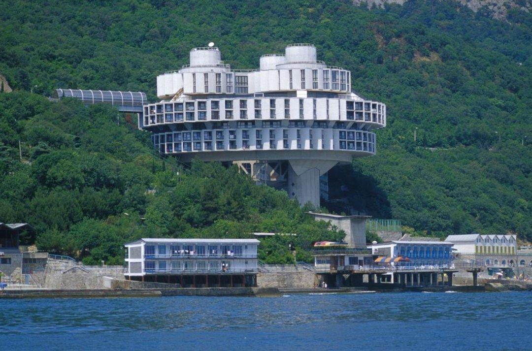 Оккупанты в Крыму распродают санатории и гостиницы