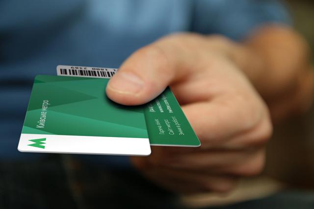 Пассажиры киевского метро бесконтактными карточками оплатили 18,5 тыс. поездок