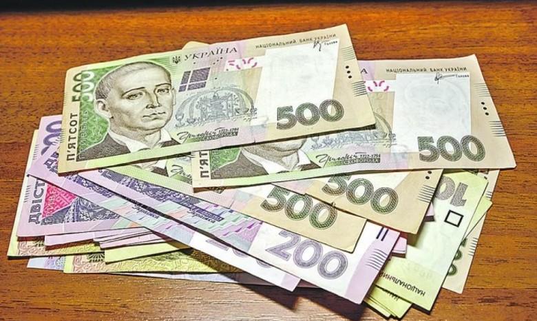 Украинцам могут позволить самим выбирать банк для выплат зарплат и пенсий