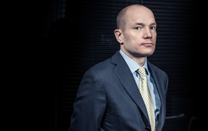 Влиятельный банкир рассказал о коррупции Яценюка и Порошенко