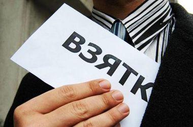 В Харькове чиновник горсовета попался на взятке в 10 тыс. грн.