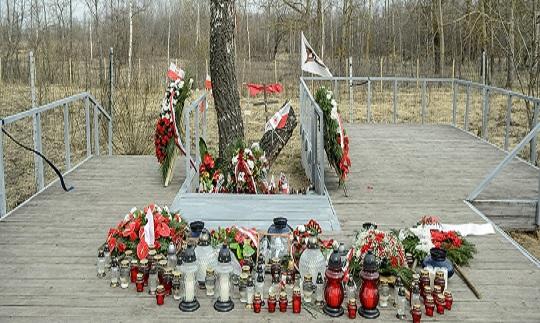 РФ огородила забором доступ к месту смоленской авиакатастрофы