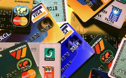 В Украине уменьшилось число активных платежных карт