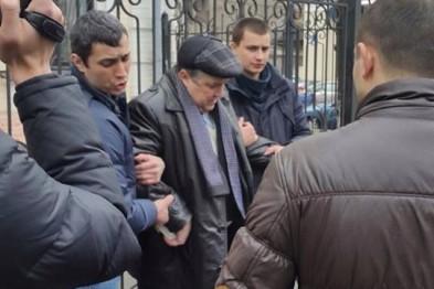 На крупной взятке попалась группа мздоимцев во главе с мэром Люботина
