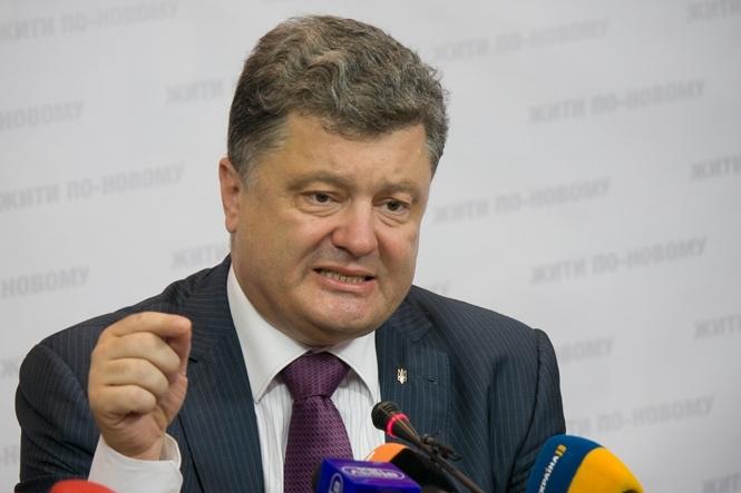 Порошенко призвал сообщать силовикам о коррупции