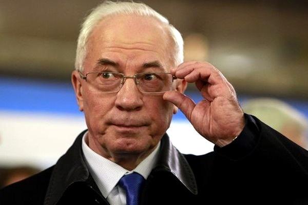 Беглый экс-премьер Азаров заявил, что хочет вернуться в Украину