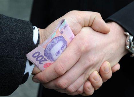 На горячем при получении взятки в 30 тыс. грн подловили депутата Тернопольского облсовета