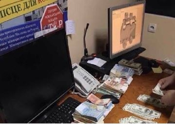 На Буковине контролирующие органы «крышевали» контрабандный товар