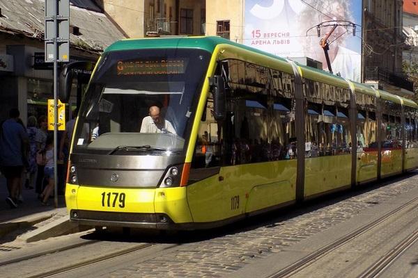Львов закупил б/у трамваи в Берлине, которые не соответствуют местным остановкам