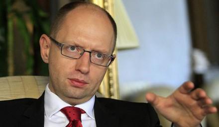 Яценюк божится, что ни один олигарх на него не имеет влияния