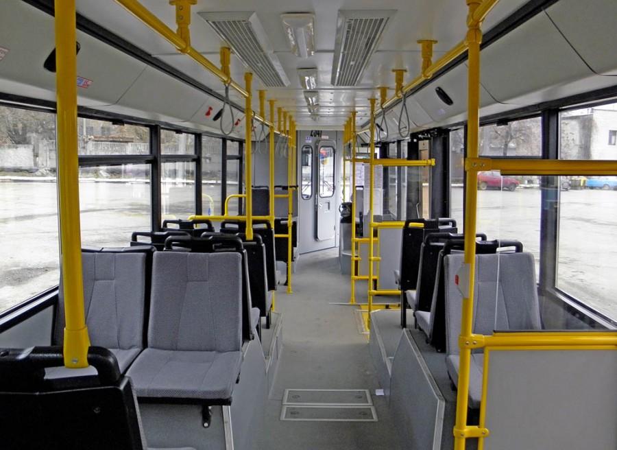 В центре Киева троллейбус едва не убил током пассажира