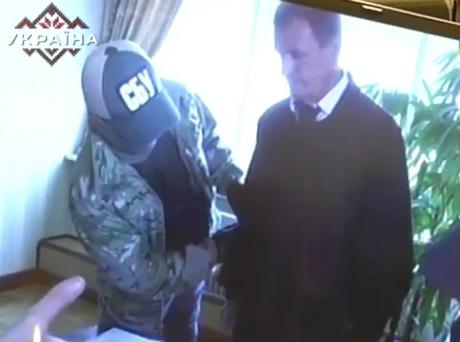 В ГПУ показали, как глава Апелляционного суда прятал взятки под мантию