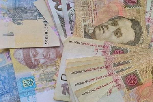 В Украине средняя зарплата выросла до 9042 грн