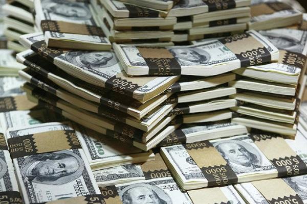 Нацбанк в феврале купил на межбанке $400 млн