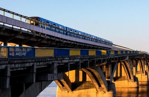 Киевлян вынудят платить 8 грн за проезд в общественном транспорте