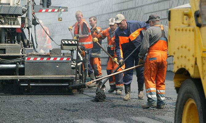 В Украине уже выполнили 50% дорожных работ
