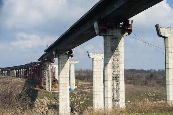 «Укравтодор» завершил самый сложный технологический этап строительства моста в Запорожье
