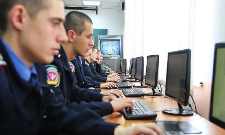 Тюремные «Call-центры»: киберполиция объявила подозрения 11 аферистам