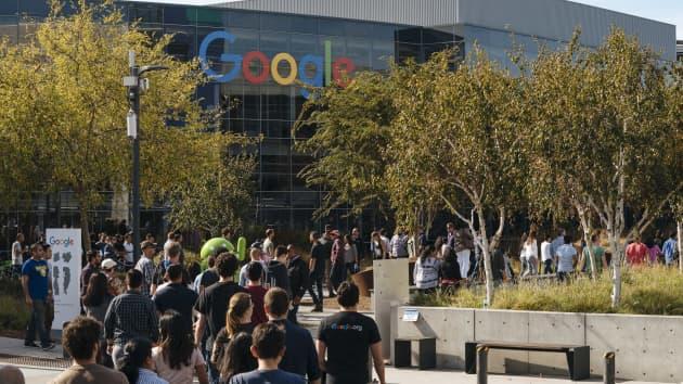 Google обвинили в слежке за своими сотрудниками