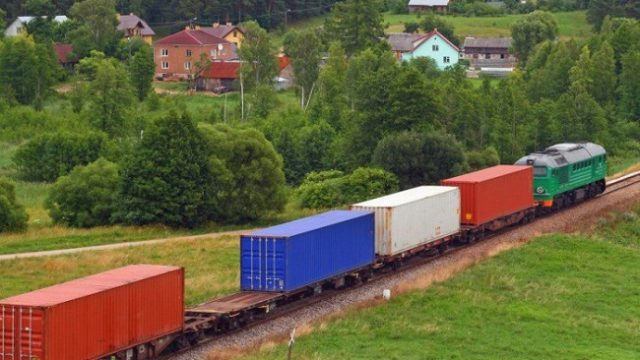 Укрзализныця планирует принимать регулярные контейнерные поезда из Китая