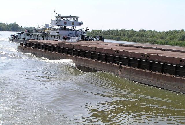В августе флот УДП перевез 220 тыс. тонн грузов