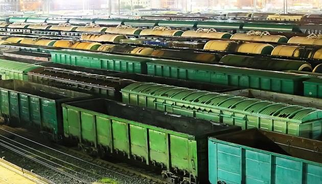 Налоговая наложила арест на вагоны компании, долей в которой владеет