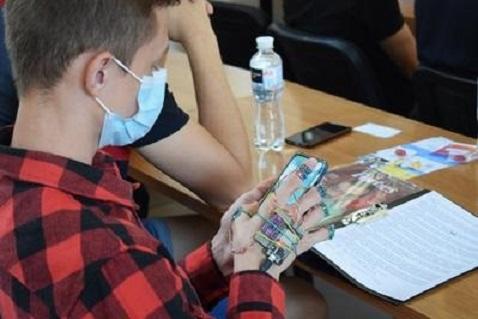 Украинский студент разработал клавиатуру-перчатку
