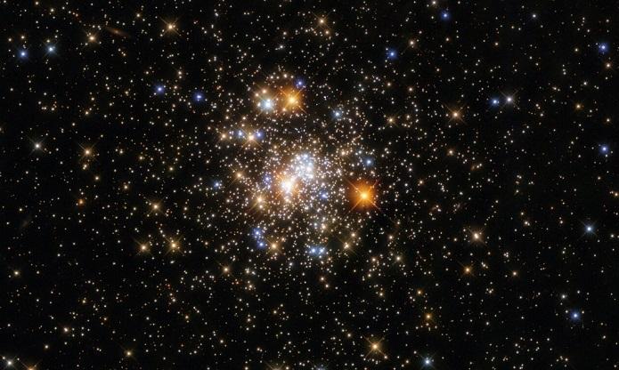 Hubble показал шарообразное скопление в созвездии Стрелец