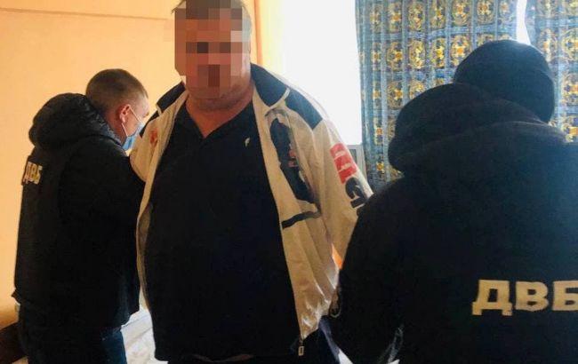 В Киеве задержали полицейского, который наладил схему сбыта наркотиков