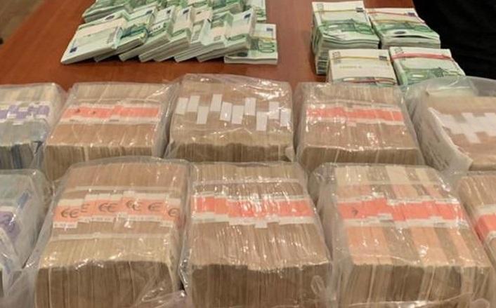 Обыски в ОАСК: НАБУ нашло у фигурантов $3,7 млн, €840 тыс. (ФОТО)