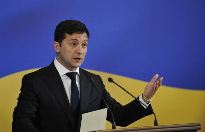 Зеленский подписал закон о кешбэке и кассовых аппаратах