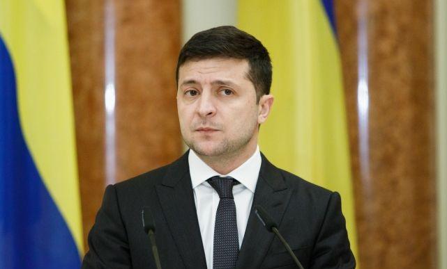 Зеленский заявил, что версия о попадании ракеты в самолет МАУ не исключается